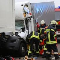 20161114_A7_Dietmannsried_Leubas_Kleinlaster_Sattelzug_Unfall_Feuerwehr_Poeppel_new-facts-eu_006