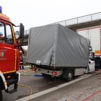 20161114_A7_Dietmannsried_Leubas_Kleinlaster_Sattelzug_Unfall_Feuerwehr_Poeppel_new-facts-eu_021