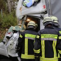 20161114_A7_Dietmannsried_Leubas_Kleinlaster_Sattelzug_Unfall_Feuerwehr_Poeppel_new-facts-eu_045