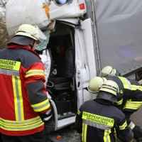 20161114_A7_Dietmannsried_Leubas_Kleinlaster_Sattelzug_Unfall_Feuerwehr_Poeppel_new-facts-eu_051
