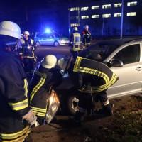20161122_Memmingen_Unfall_Dr-Karl-Lenz-Strasse_Pkw_Feuerwehr_Polizei_Poeppel_new-facts-eu_013