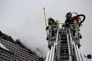 20161127_Biberach_Mittelbiberach_Reute_Brand_Dachstuhl_Feuerwehr_Poeppel_new-facts-eu_004