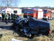 20161206_B465_Bad-Wurzach_Unterschwarzach_Unfall_Frontal_eingeklemmt_Transporter_Pkw_Feuerwehr_Poeppel_new-facts-eu_006