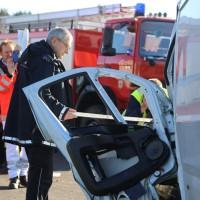 20161206_B465_Bad-Wurzach_Unterschwarzach_Unfall_Frontal_eingeklemmt_Transporter_Pkw_Feuerwehr_Poeppel_new-facts-eu_012