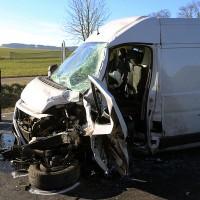 20161206_B465_Bad-Wurzach_Unterschwarzach_Unfall_Frontal_eingeklemmt_Transporter_Pkw_Feuerwehr_Poeppel_new-facts-eu_015