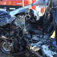 20161206_B465_Bad-Wurzach_Unterschwarzach_Unfall_Frontal_eingeklemmt_Transporter_Pkw_Feuerwehr_Poeppel_new-facts-eu_020