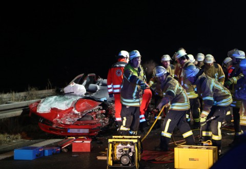 20161208_A96_Leutkirch_Altmannskofen_Geisterfahrer_Unfall_Feuerwehr_Poeppel_new-facts-eu_003