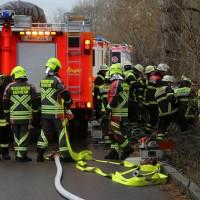 20161211_Unterallgaeu_Buxheim_Unfall_Pkw_Baum_Feuerwehr_Poeppel_0012