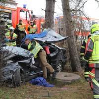 20161211_Unterallgaeu_Buxheim_Unfall_Pkw_Baum_Feuerwehr_Poeppel_0041