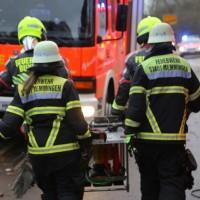 20161211_Unterallgaeu_Buxheim_Unfall_Pkw_Baum_Feuerwehr_Poeppel_0052