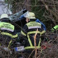 20161211_Unterallgaeu_Buxheim_Unfall_Pkw_Baum_Feuerwehr_Poeppel_0056