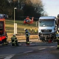 20161214_Memmingen_Unfall_Pkw_Lkw_Feuerwehr_Poeppel_0041