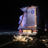 20161221_A96_Aitrach_Aichstetten_Lkw-Unfall_Ladung_Polizei_Poeppel_0004