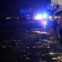 20161221_A96_Aitrach_Aichstetten_Lkw-Unfall_Ladung_Polizei_Poeppel_0006