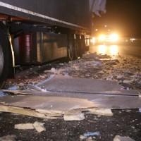 20161221_A96_Aitrach_Aichstetten_Lkw-Unfall_Ladung_Polizei_Poeppel_0028