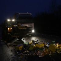 20161221_A96_Aitrach_Aichstetten_Lkw-Unfall_Ladung_Polizei_Poeppel_0042