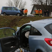 20161224_B465_Unfall_Frontal_Pkw_Multivan_Feuerwehr_Poeppel_0009