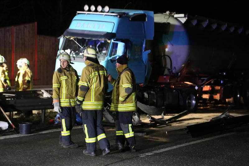 20161227_A96_Aitrach_Aichstetten_Lkw-Unfall_Feuerwehr_Poeppel_0076