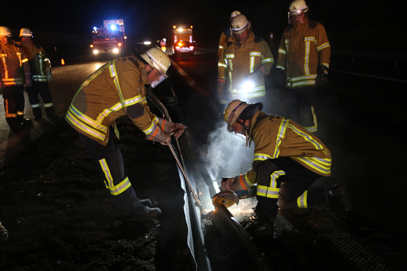 20161227_A96_Aitrach_Aichstetten_Lkw-Unfall_Feuerwehr_Poeppel_0129
