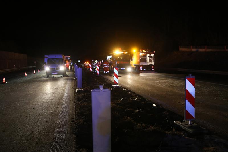 20161227_A96_Aitrach_Aichstetten_Lkw-Unfall_Feuerwehr_Poeppel_0131