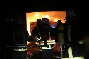 2016_Memmingen-Amendingen_Brand_Pkw_Garage_Feuerwehr_Poeppel_0003