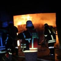 2016_Memmingen-Amendingen_Brand_Pkw_Garage_Feuerwehr_Poeppel_0004