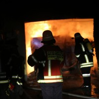 2016_Memmingen-Amendingen_Brand_Pkw_Garage_Feuerwehr_Poeppel_0005