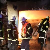 2016_Memmingen-Amendingen_Brand_Pkw_Garage_Feuerwehr_Poeppel_0011
