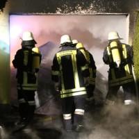 2016_Memmingen-Amendingen_Brand_Pkw_Garage_Feuerwehr_Poeppel_0015
