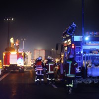 20160101_A7_Groenenbach_Woringen_Unfall_toedlich_Lkw-Pkw_Karambolage_Feuerwehr_Poeppel_0035