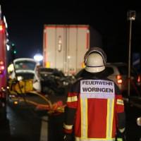 20160101_A7_Groenenbach_Woringen_Unfall_toedlich_Lkw-Pkw_Karambolage_Feuerwehr_Poeppel_0061