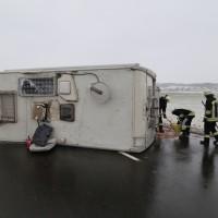 20170104_B12_Germaringen_Jengen_Unfall_Wohnmobil_Feuerwehr_Bringezu_new-facts-eu_0002