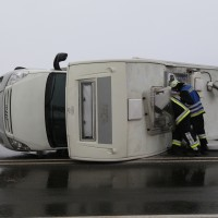 20170104_B12_Germaringen_Jengen_Unfall_Wohnmobil_Feuerwehr_Bringezu_new-facts-eu_0008