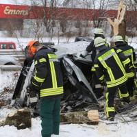20170107_A7_Leubas_Pkw-Unfall_Baum_Schwerverletzte_Feuerwehr_Poeppel_0004