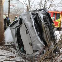 20170107_A7_Leubas_Pkw-Unfall_Baum_Schwerverletzte_Feuerwehr_Poeppel_0008