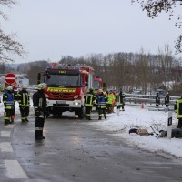 20170107_A7_Leubas_Pkw-Unfall_Baum_Schwerverletzte_Feuerwehr_Poeppel_0014