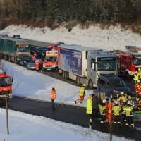 20170110_A96_Woerishofen_Buchloe_Wertach-Parkplatz_Unfall_Lkw-Pkw-Feuerwehr_Poeppel_0003
