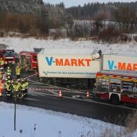 20170110_A96_Woerishofen_Buchloe_Wertach-Parkplatz_Unfall_Lkw-Pkw-Feuerwehr_Poeppel_0005