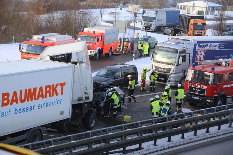 20170110_A96_Woerishofen_Buchloe_Wertach-Parkplatz_Unfall_Lkw-Pkw-Feuerwehr_Poeppel_0007