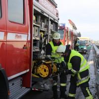 20170110_A96_Woerishofen_Buchloe_Wertach-Parkplatz_Unfall_Lkw-Pkw-Feuerwehr_Poeppel_0011