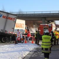 20170110_A96_Woerishofen_Buchloe_Wertach-Parkplatz_Unfall_Lkw-Pkw-Feuerwehr_Poeppel_0032