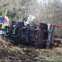20170216_Unterallgaeu_Tussenhausen_Türkheim_Lkw-Unfall_Feuerwehr_Poeppel_0013