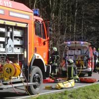 20170330_Ravensburg_Waldburg_Vogt_Pkw_Baum_Unfall_Feuerwehr_Poeppel_0011