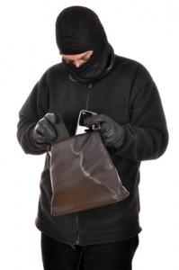 Einbrecher durchwhlt Handtasche