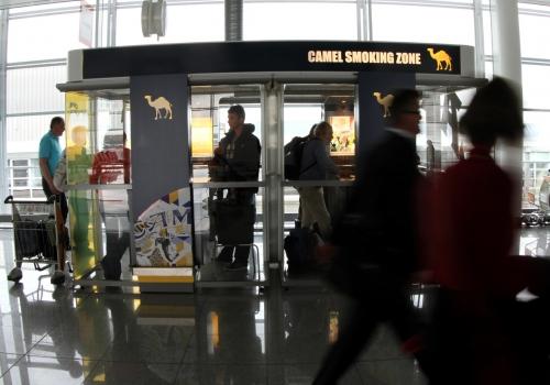 Raucherbox in einem Flughafen, über dts Nachrichtenagentur