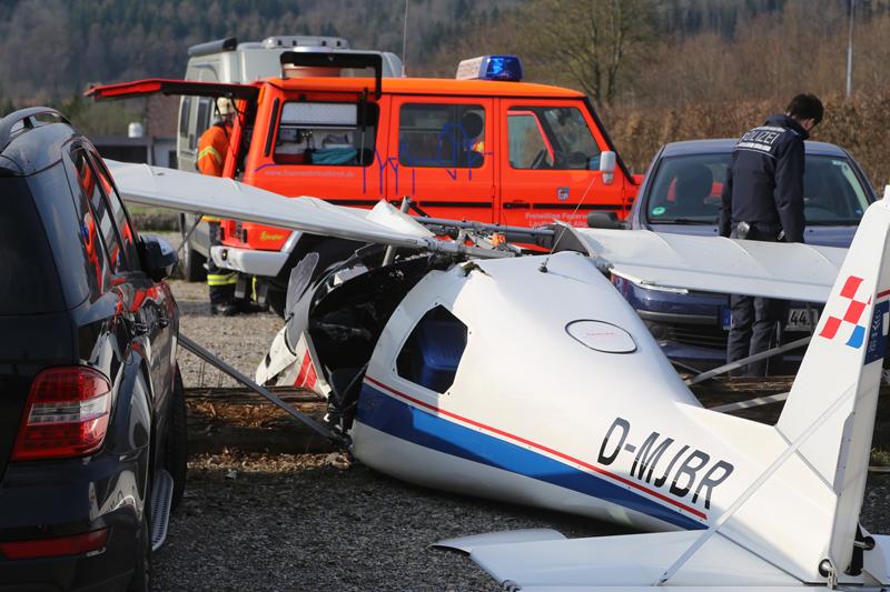 20170402_Ravensburg_Leutkirch_Unterzeil_Flugzeugabsturz_Feuerwehr_Poeppel_0018