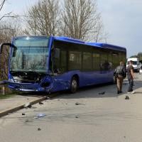 20170404_Kaufbeuren_Bus_Pkw_Unfall_Rettungsdienst_Polizei_dedinag_0001
