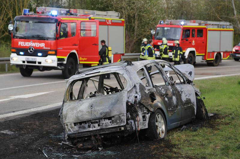 20170410_A96_Stetten_Pkw-Brand_Feuerwehr_Poeppel_0010
