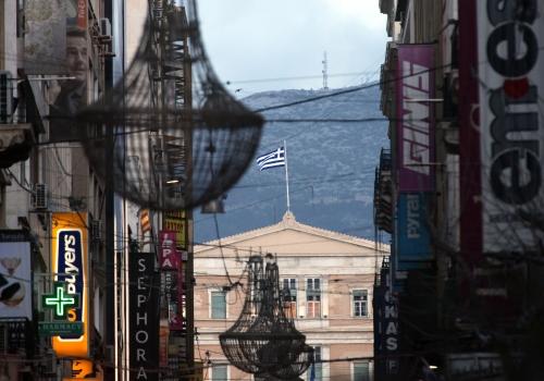 Einkaufsstraße in Athen mit Griechischem Parlament, über dts Nachrichtenagentur