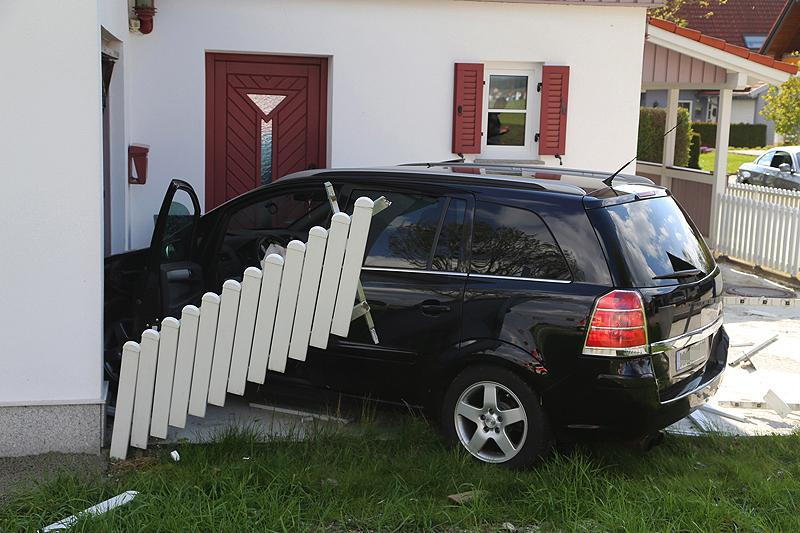 20170505_Unterallgaeu_Attenhausen_Unfall_Feuerwehr_Poeppel_0001